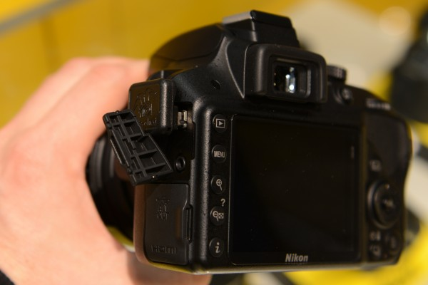D3300 with Dx000 - doesn't quite fit